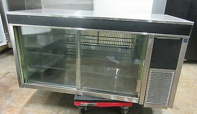 Delfield Model 7048 Countertop Refrigerated Bakery Display Case