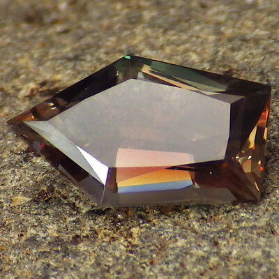 GREEN BLUE-PINK RED SCHILLER OREGON SUNSTONE 2.59Ct FLAWLESS-RARE COLOR-READ!