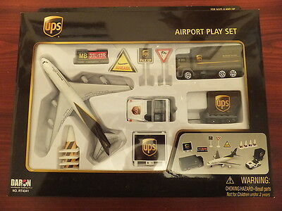 UPS United Parcel Services - AIRPORT PLAY SET & Diecast Model Aircraft 747 New