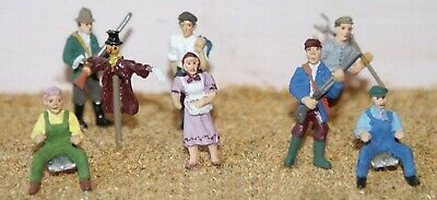OO Scale Model Kits 1:76 8 Assorted Farm workers farmers figures Unpainted F154