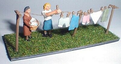OO Scale Unpainted  Model Kit Washing line clothes and figures F212