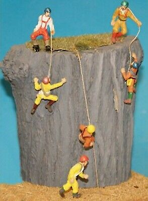 OO Scale Model READY MADE & PAINTED 4 x Rock Climbers F150p