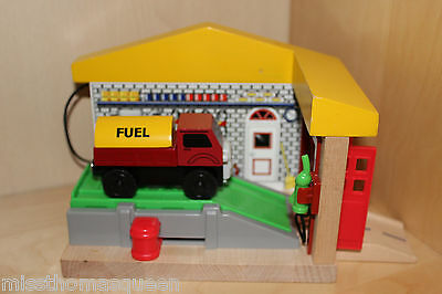 Thomas The Tank Engine Wooden Railway SODOR SERVICE STATION WITH LORRY 2 VINTAGE
