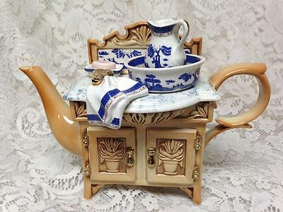 Royal Doulton, Cardew Design, Blue Willow XL Figural Teapot 11.5inx8.5inx5.5in