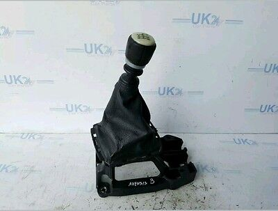 Toyota Avensis 2.2 D4D T4 Gear Stick With Gaiter 2004-2008