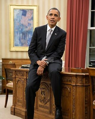 """Barack Obama Sits On Edge Of """"resolute Desk"""" In Oval Office 8X10 Photo (Zy-378)"""