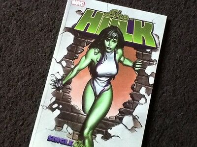 SHE-HULK Vol 1 - Single Green Female - Dan Slott - Marvel Softcover