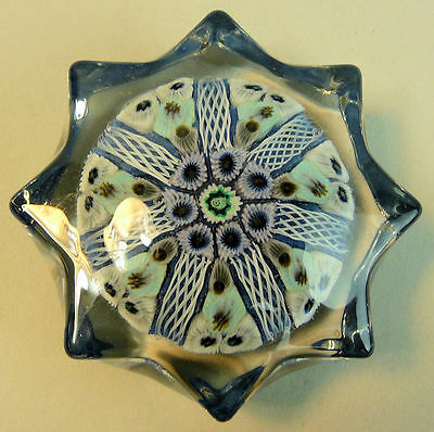 A FINE VINTAGE STRATHEARN STAR FORM GLASS PAPERWEIGHT 1970's