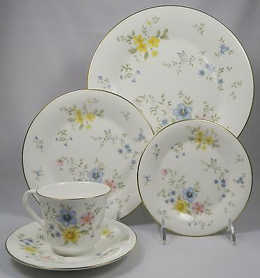 ROYAL DOULTON ELEGY H5044 - 5Pc Place Setting (Dinner, Salad, B&B, Cup, Saucer)
