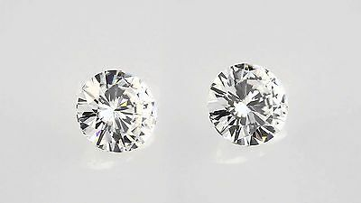 1.38 carat loose moisanite round cutting next to white 5.75 mm 2pcs good color