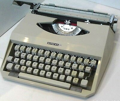 Typewriter ~ The Antares Capri ~ Bright Fawn Colour + Ribbon And Case