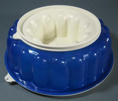Blue/white Tupperware Jel-Ring jelly mould/mold