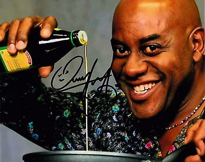 AINSLIE HARRIOT SIGNED 10x8 PHOTO - Ready Steady Cook