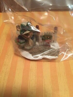 Retired Wee Forest Folk M-427 - Holiday Arrival Miniature Figurine