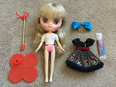 Middie Blythe doll Melanie Ubique Girl, partial stock included