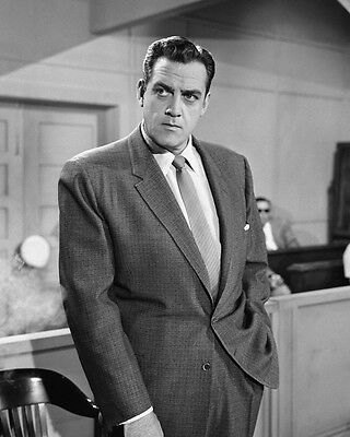 Perry Mason Raymond Burr classic pose in court room 8x10 Photo