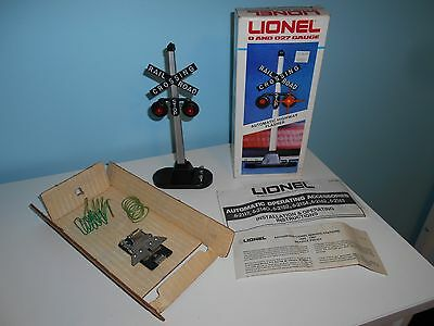 Lionel Automatic Railroad Crossing Highway Flasher 6-2154