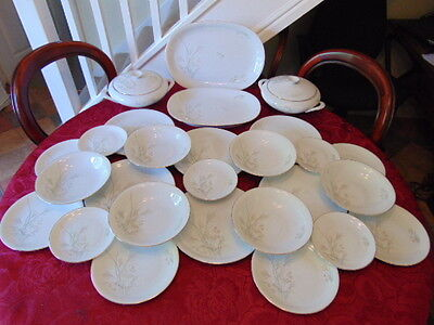 German KPM Krister Dinner Set (28 Pieces) In Very Good Condition