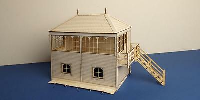O gauge (7 mm) Midland style signal box with right stairs  - LCC B 70-12R