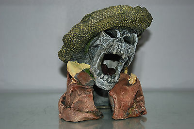 Aquarium Detailed Laughing Pirate Skull Remains Hat Decoration 15 x 13 x 16 cms