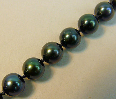 A Fine Black Cultured Pearl Bracelet With 18K White Gold Clasp
