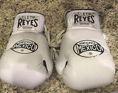 Very Rare Pair of Cleto Reyes Hecho En Mexico 10oz White Boxing Gloves