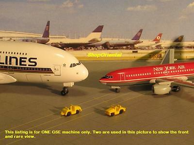 DRAGON WINGS AIRPORT GSE Diorama Accessories Luggage Cargo TROLLEY TUG GSE_9b