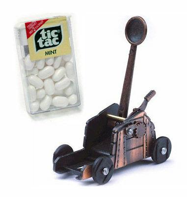Miniature Roman Catapult - with free box of ammunition!