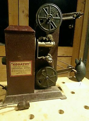 "16 Mm  ""kodatoy"" Hand Cranked Film Projector With Film"