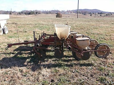 Used White - Oliver 4 row No Till  4 Row Corn Planter *WE CAN SHIP 1.85/MILE*