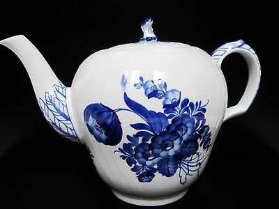 """Royal Copenhagen Blue Flower Curved Teapot with Lid 6"""" tall NEW"""