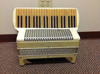 Unknown Accordion Student Model, Serial #22006 Aged White