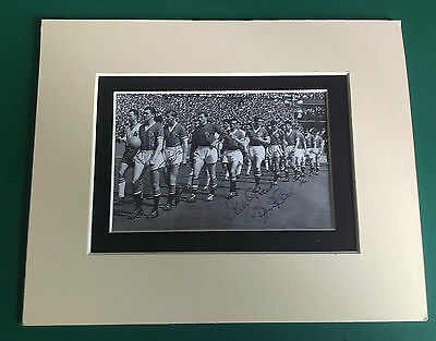 1958 MANCHESTER UNITED - BUSBY BABE LEGEND SIGNED PICTURE IN MOUNT FAC FINAL x4