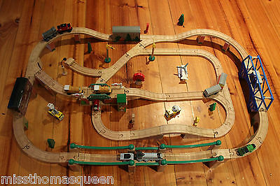 Thomas The Tank Engine Wooden Railway Bridge and Tunnel Set Rare with trains