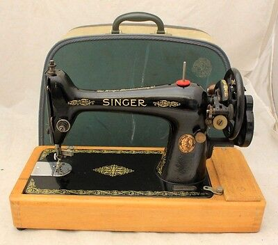 Vintage SINGER Hand Crank 1925 66K MANUAL Sewing Machine with Case-250