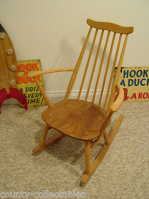 Ercol Windsor Range Goldsmith Rocking Chair No.435 in Natural / Blonde Elm