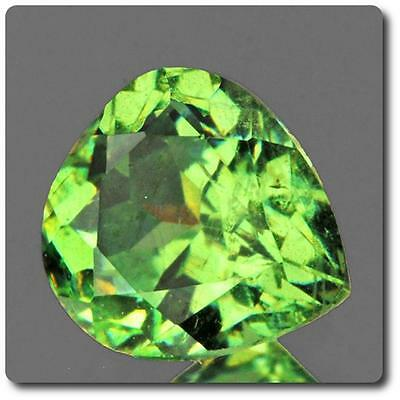 GARNET DEMANTOID . 0.45 cts. VVS Ural Mountains, Russia With Certificate