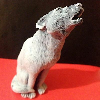 Young wolf figurine marble chips realistic Souvenirs Russia wolf howling