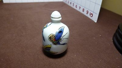 SNUFF BOTTLE - Porcelain w beautifully painted butterflies - Chinese -  EUC
