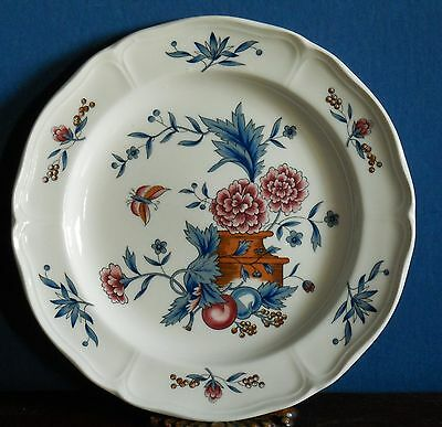 A 6.5 inch Wedgwood tea / side plate in Williamsburg – Potpourri NK510