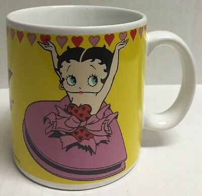 BETTY BOOP 1990 Coffee Tea Mug Cup KING FEATURES SYNDICATE Yellow Ceramic Hearts