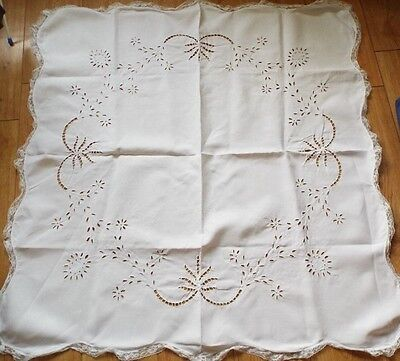 Very pretty Vintage White tablecloth with cutwork design and frilly lace trim