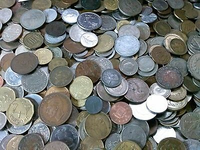 Lot of 100 + world treasure hunt foreign coins. Over one hundred coins #3100-2