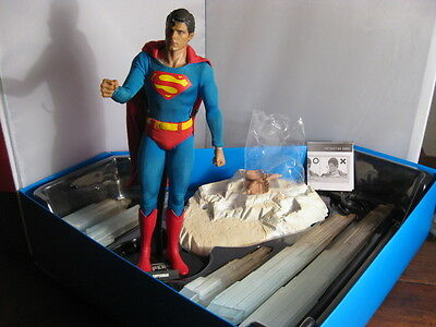 Superman: Superman Christopher Reeve Hot Toys Deluxe-Figur beweglich