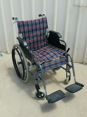 Light weight Wheelchair. 110kg capacity. Working! Transport, mobility