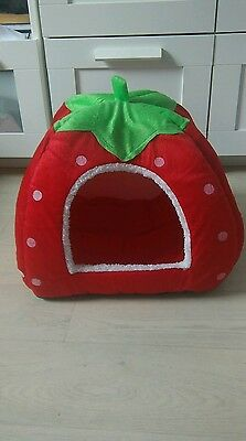 Strawberry cat/dog bed