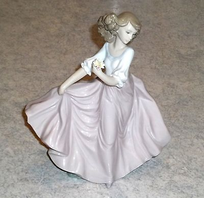 Lladro porcelain figurine entitled Summer Breeze model no. 6543