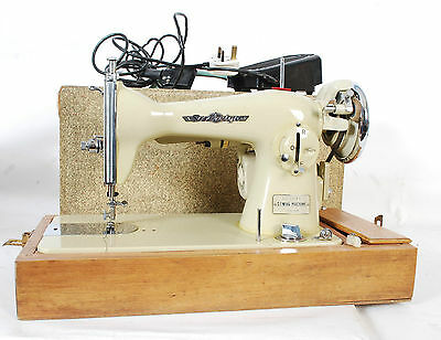 Vintage Macchina da cucire 1960 Sovereign Sewing Machine