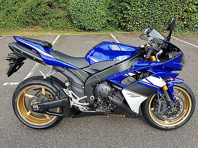 Yamaha R1 YZF-R1 2008 Blue in Excellent condition