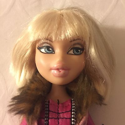 Bratz Doll Chloe With Clothes And Shoes Blonde Hair